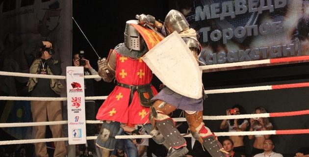В Караганде впервые прошли поединки по историческому средневековому бою