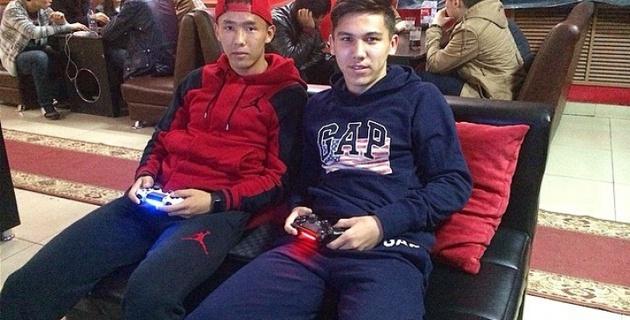 """Футболисты """"Иртыша"""" сыграют в FIFA 15 с болельщиками"""