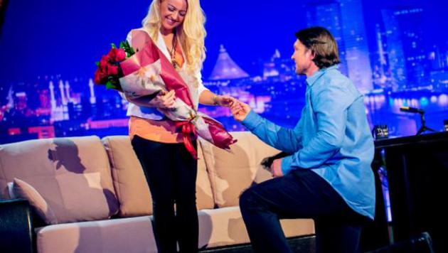 Василий Жиров сделал предложение девушке в эфире передачи Нурлана Коянбаева