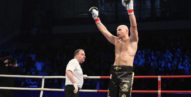 Иван Дычко нокаутировал российского боксера в дебютном бою в WSB
