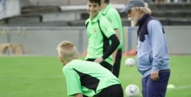 """Футболист """"Интера"""" переоделся в старика и разгромил детей на тренировке"""