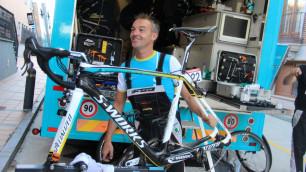 """Фоторепортаж: Как велокоманда """"Астана"""" готовится к решающему этапу """"Вуэльты"""""""