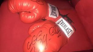 Перчатки Геннадия Головкина можно купить на благотворительном аукционе в поддержку Азамата Нурпеисова