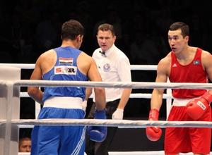 Адильбек Ниязымбетов вышел в четвертьфинал чемпионата мира по боксу
