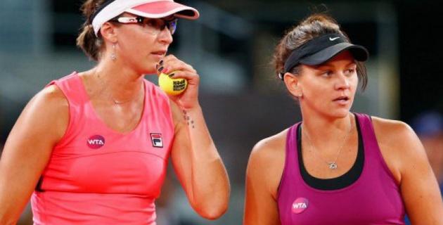 Ярослава Шведова и Кейси Деллакуа снялись с итогового турнира WTA в Сингапуре