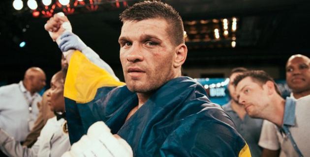 Боксер Деревянченко передал перчатки благотворительному аукциону в поддержку Азамата Нурпеисова