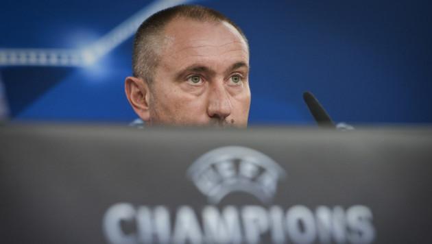 """У меня выбор между футболом и деньгами - Стойлов о продлении контракта с """"Астаной"""""""