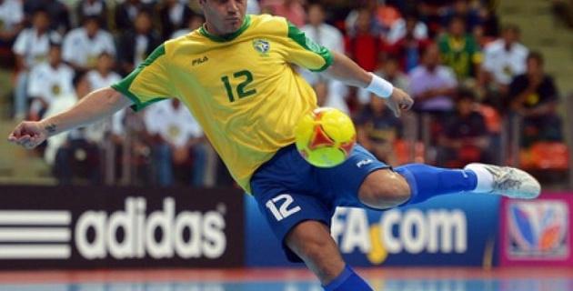 Фалькао забил чудо-гол в ворота Замбии на Гран-при Бразилии