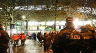 Террористы хотели взорвать пять бомб во время матча Германия - Голландия - СМИ