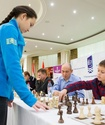 Абдумалик и Джумабаев провели необычный сеанс одновременной игры