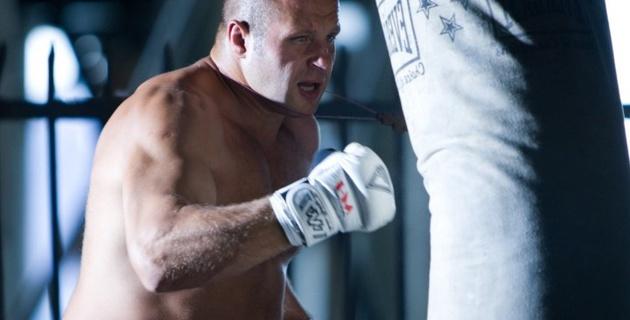 Федор Емельяненко победил в первом бою после возвращения