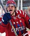"""Владелец """"Вашингтона"""" вручил Овечкину золотую клюшку в честь 500-й шайбы в НХЛ"""