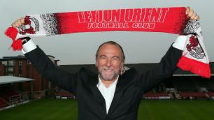 Президент английского клуба наказан за пинок тренера