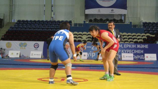 Казахстанки завоевали четыре медали в третий день чемпионата Азии по борьбе