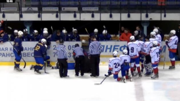 Белорусский хоккеист спас жизнь украинскому одноклубнику на льду
