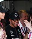 """В """"Формуле-1"""" должно быть много девушек и музыки - Льюис Хэмилтон"""