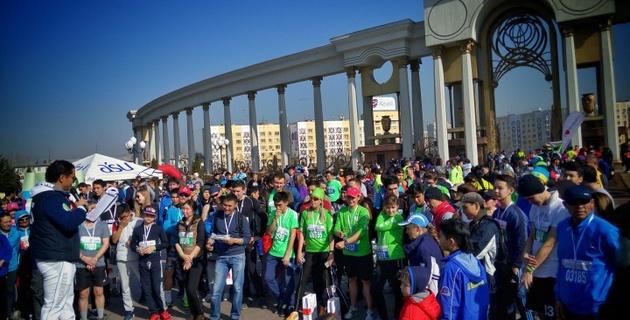В Парке Первого Президента в Алматы прошел Зимний забег