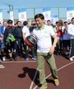 Аким Алматы продемонстрировал спортивные навыки по стритболу