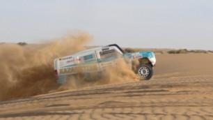 Экипажи MobilEx Racing Team прочно укрепились в лидирующей десятке ралли в Катаре