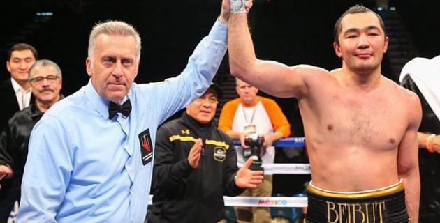 Бейбут Шуменов одержал досрочную победу над американцем Джуниором Райтом