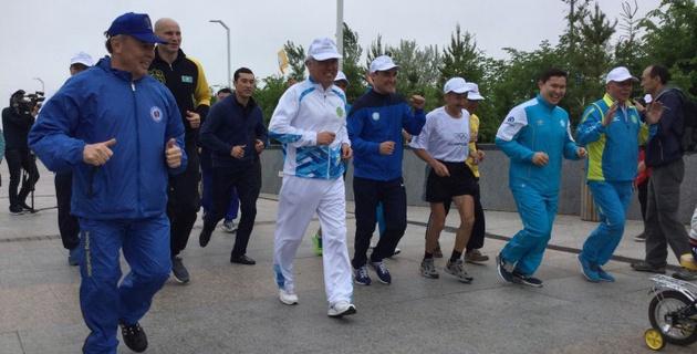 Серик Сапиев и Иван Дычко приняли участие в Олимпийском дне в Астане