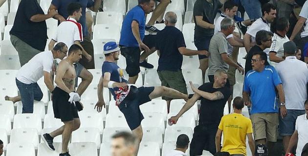 В Париже перестанут продавать алкоголь футбольным фанатам