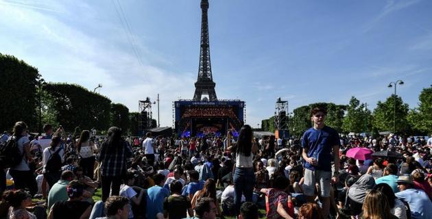 Полуфинал Евро-2016 Франция - Германия у Эйфелевой башни посмотрели 90 тысяч человек