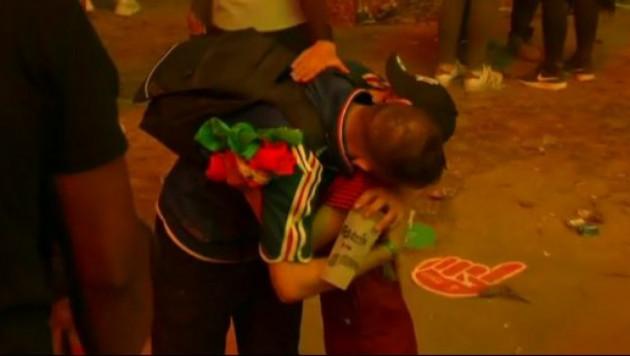 Появилось трогательное видео с португальским мальчиком и плачущим французским болельщиком