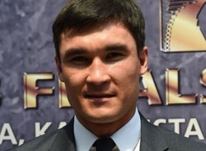 Ералиеву не нужно было ввязываться в сумбурный ближний бокс, на дистанции у него хорошо получалось - Сапиев