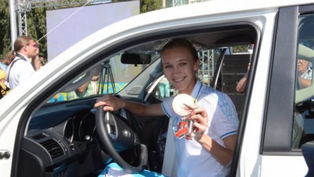 Ольге Рыпаковой подарили автомобиль и 50 тысяч долларов