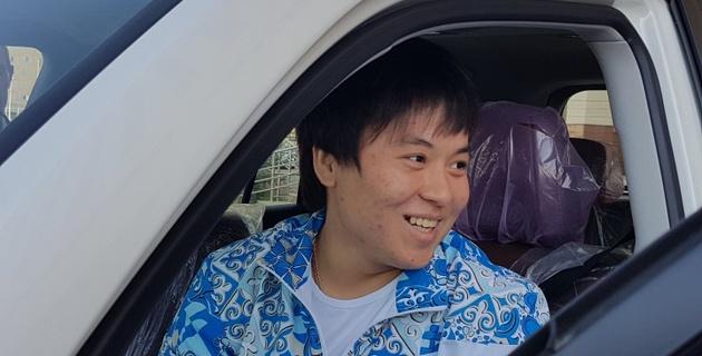 Жаппаркул и Отгонцэцэг подарили квартиры в ЮКО и автомобили