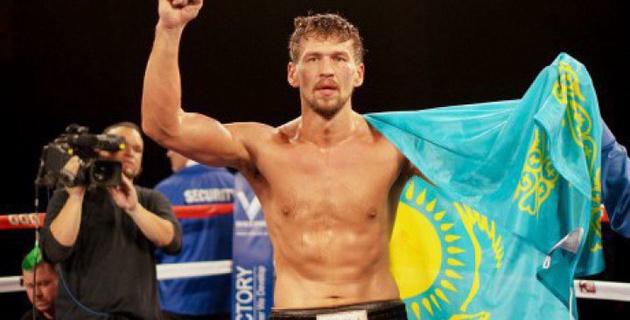 Иса Акбербаев нокаутировал соперника в первом раунде и защитил титул чемпиона мира
