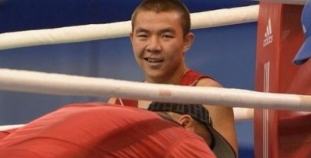 Казахстанский боксер Ешенов нокаутировал соперника в первом раунде и завоевал титул