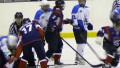 Девушки-хоккеистки устроили массовую драку во время матча