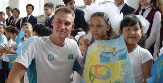 Олимпийский чемпион Дмитрий Баландин провел урок физкультуры в Актобе