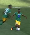 В ЮАР футболист получил желтую карточку за финт