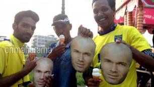 В Индии 35 тысяч болельщиков наденут маски Зидана на матч против команды Матерацци