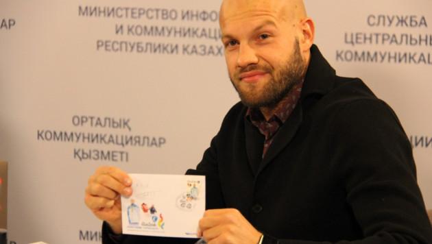 Баландин и Левит загасили олимпийские марки в Астане