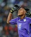 В ЮАР вратарь забил гол ударом через себя и спас свою команду от поражения