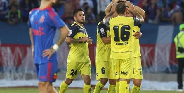 В Чили футболист забил гол ударом слета со своей половины поля