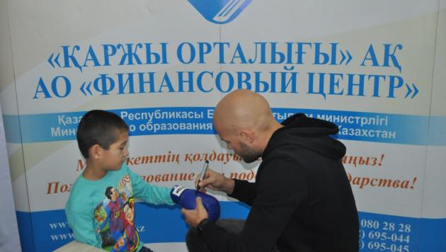 Василий Левит открыл образовательный депозит для воспитанника детдома