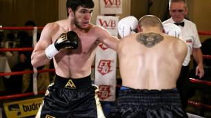 Казахстанский нокаутер Ахмедов встретится в Лондоне с боксером из топ-30 мирового рейтинга