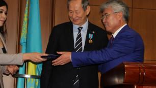"""Президент ФФК награжден юбилейной медалью """"25 лет Независимости Республики Казахстан"""""""