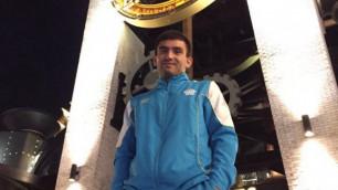 Загнал его в угол и бил, пока он не упал - казахстанец Моминов о дебюте на профи-ринге