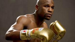Казахстанский боксер рассказал о перчатках с автографом Мейвезера