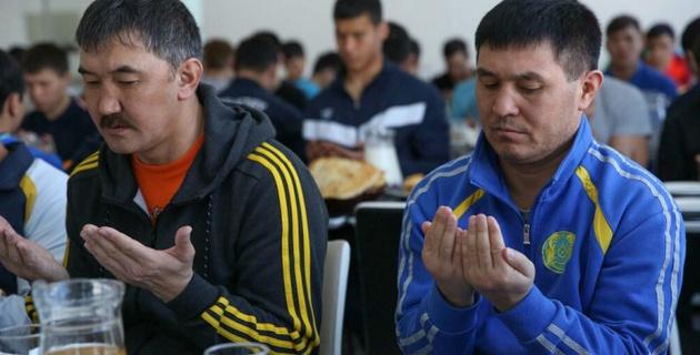 Ветераны казахстанского бокса дали бата национальной сборной