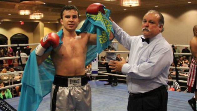 Казахстанский боксер Ахмедиев в третий раз за два года победил одного соперника