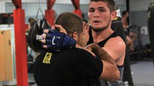 Хабиб Нурмагомедов провел открытую тренировку перед боем с Тони Фергюсоном