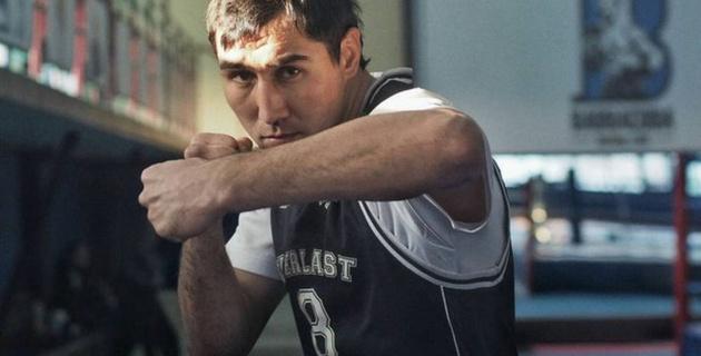 У казахстанского боксера сменился соперник по бою в Нью-Йорке