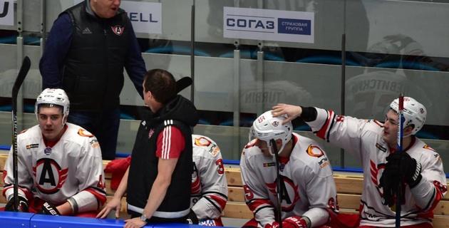 Наша молодежь потолкалась с Казахстаном и узнала, что такое взрослый хоккей - Крикунов